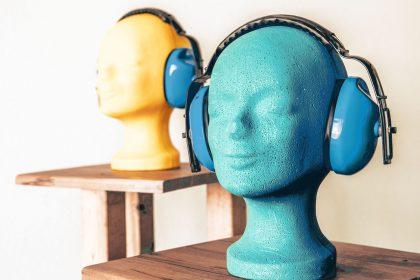 Kopfhörer auf Styropor-Büste